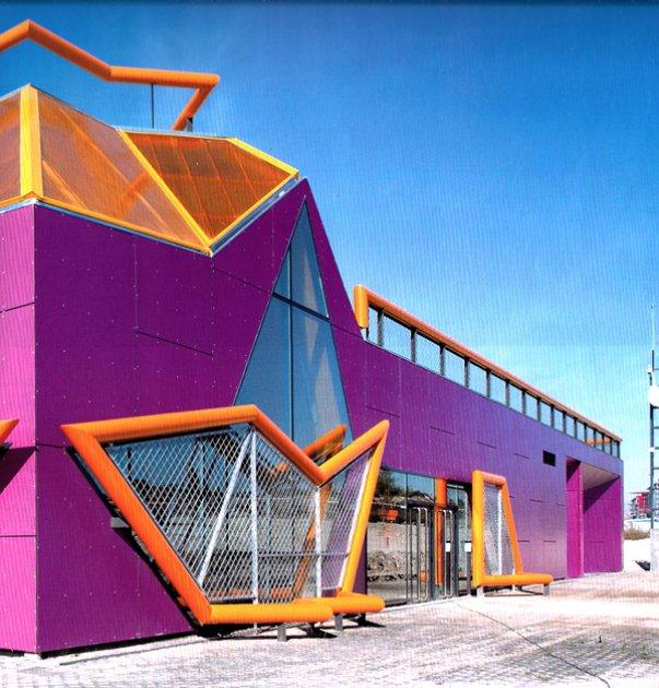 Un edificio de est tica punk - Casas en rivas vaciamadrid ...