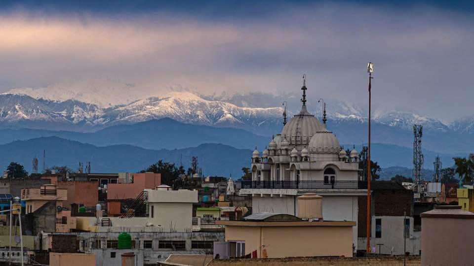 Himalaya desde ciudad de Jalandhar (al norte de Nueva Delhi)