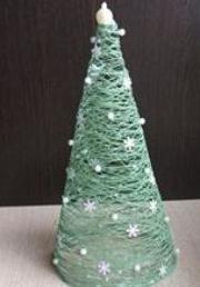 Un Arbol De Navidad Muy Original Hecho Con Hilos De Coser - Hacer-arboles-de-navidad