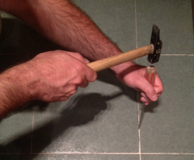 consejos para sustituir y reparar el suelo de azulejos de mi casa