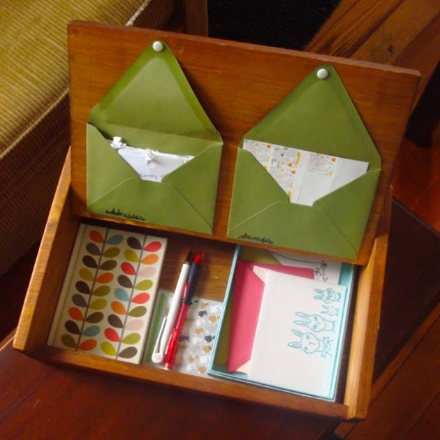 Una caja para guardar la correspondencia for Casas de madera para guardar herramientas