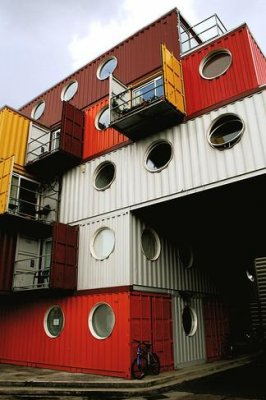 Prefabricated houses using containers. Advantages and disadvantages.