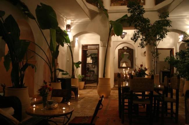 Decoraci n de suelos y paredes con mosaicos v treos for Decoracion arabe interiores