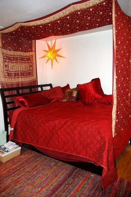 Ropa de cama los cubre camas y los doseles for Camas con cortinas