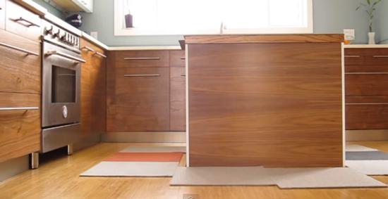 Una isla de cocina que se oculta en el suelo for Muebles de cocina moviles