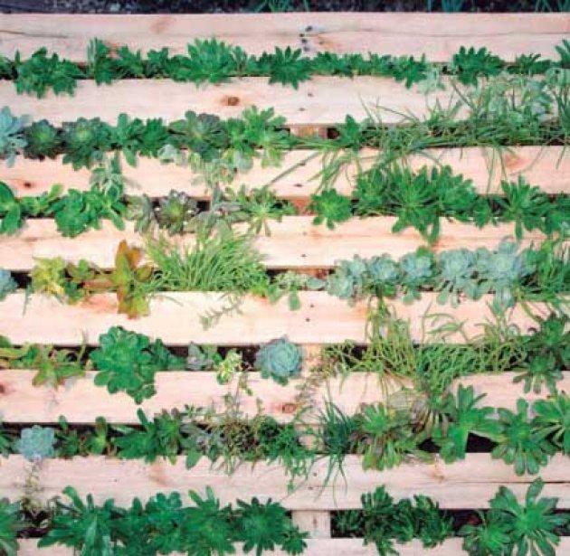 Jardineras verticales con palets for Palets decoracion jardin