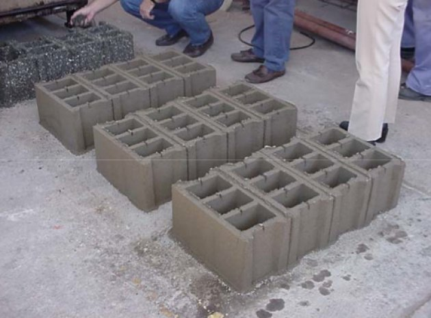 Ladrillos de plástico reciclado. Una alternativa al reciclado y