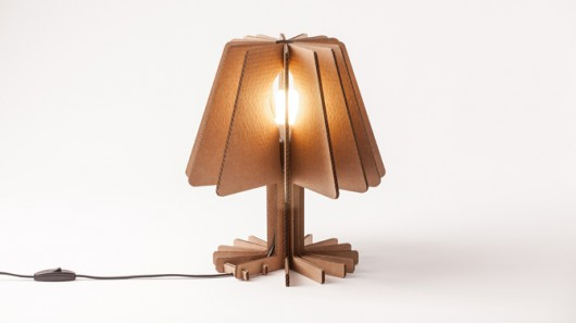 Lámparas originales hechas a partir de cartón reciclado