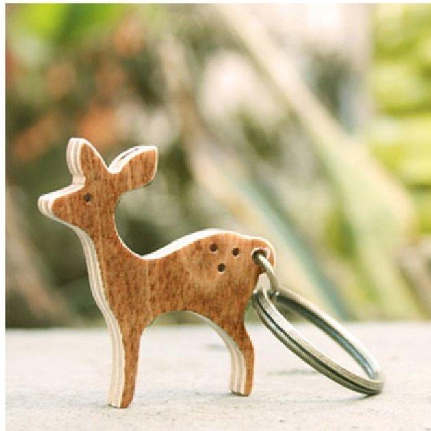 Llavero a mano de madera ciervo
