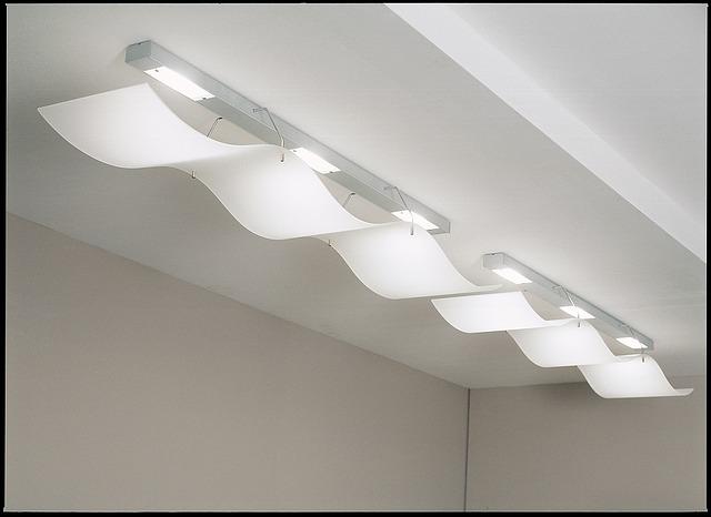 la luz blanca es ideal para espacios de trabajo