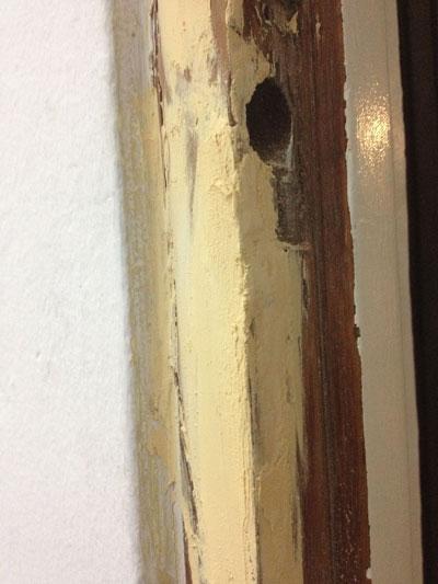 C mo reparar un marco de puerta roto o deteriorado con la - Masilla para madera casera ...