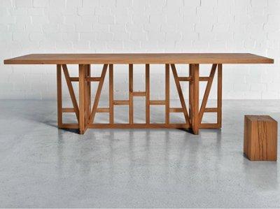 Una mesa de madera moderna con una imagen tradicional - Mesas de madera modernas ...