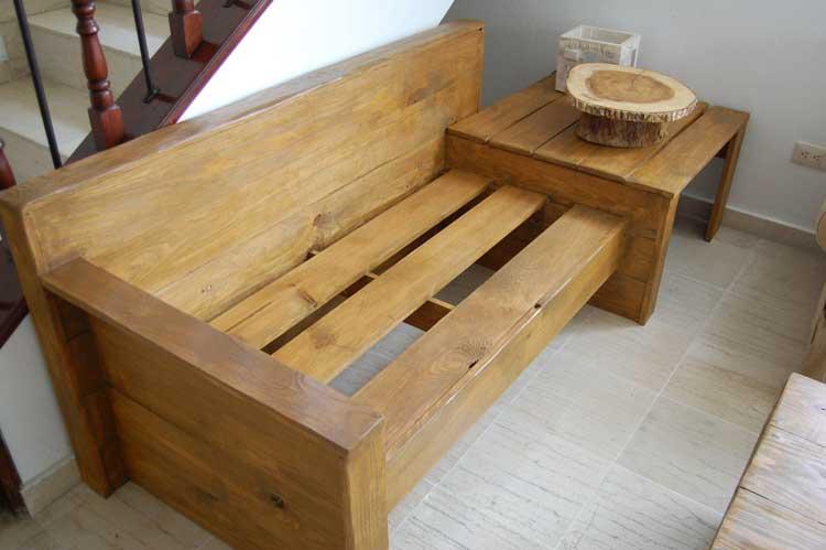 Sofá de dos plazas acabado rústico