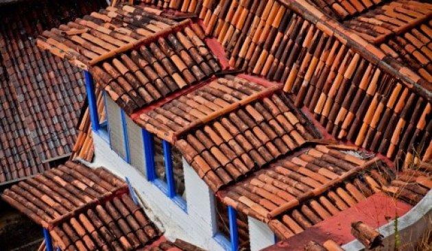 Cmo reparar las goteras de mi tejado - Materiales para tejados ...